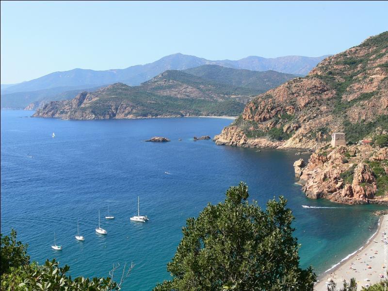 De combien de départements la Corse est-elle constituée ?