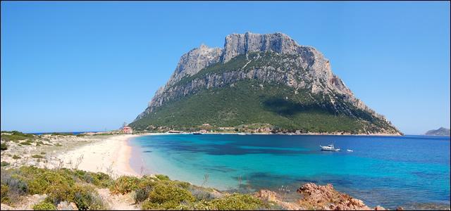 Laquelle de ces trois îles n'est pas proche de la Corse ?
