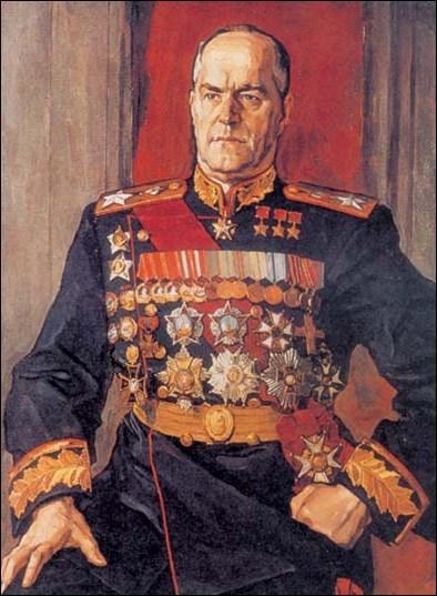 Pourquoi Staline a-t-il, suite à la Seconde Guerre mondiale, évincé Joukov ?