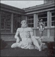 Fils de Jupiter et de Junon, il est le dieu du feu, de la forge, des volcans, des métaux et est le patron des forgerons. Il est identifié au dieu grec Héphaïstos. Il s'agit de ...