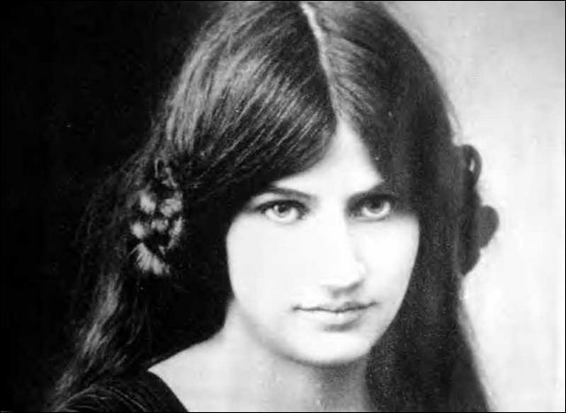 Jeanne Hébuterne, jeune fille ravissante de bonne famille, fut l'égérie d'un peintre remarquable. Qui ?