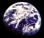 L'atmosphère de la Terre, au tout début, était faite de vapeur d'eau et de gaz toxiques alors qu'elle ressemblait à une boule de lave en fusion. Comment s'appelle la surface qui se solidifia en se refroidissant ?