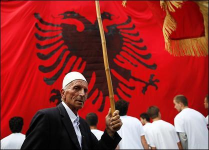 Le nom local de l'Albanie est Shqipëria. Que cette appellation signifie t-elle ?