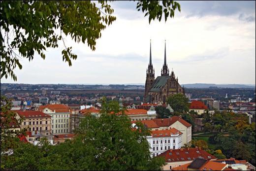 Localisée en Moravie-du-Sud, quelle est la deuxième ville la plus peuplée de République tchèque ?