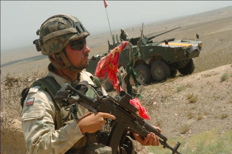 La Pologne a été après le Royaume-Uni la nation européenne qui a envoyé le plus de soldats combattre lors de la guerre d'Irak. Combien de soldats ce pays a t-il envoyé ?
