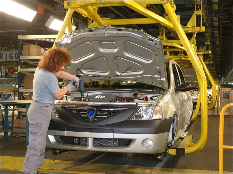 Quelle marque d'origine roumaine dont le siège est localisé à Mioveni a t-elle été rachetée par Renault en 1999 ?