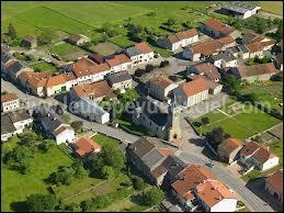 Le village de Kirschnaumen se situe ...