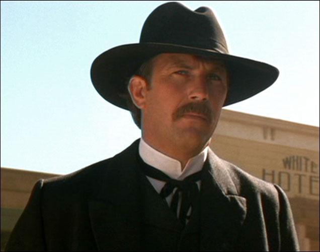 Toujours en 1994, Kevin Costner sort sa propre adaptation de la vie de Wyatt Earp dans le western éponyme  Wyatt Earp . Quelle ville Wyatt Earp n'a-t-il pas traversé ?