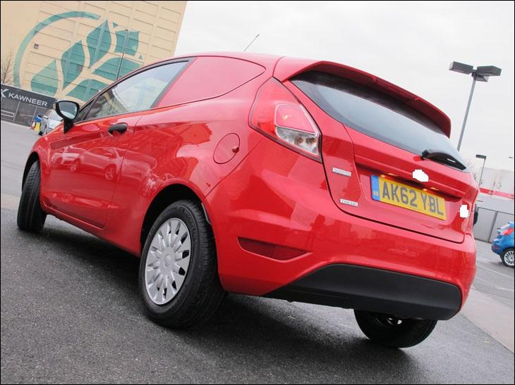 Quelle est la carroserie de cette Ford Fiesta restylée en 2013 ?