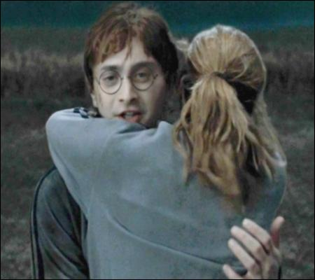 Après la bataille des sept Potter, que dit Ron quand Hermione apprend qu'il a été formidable ?