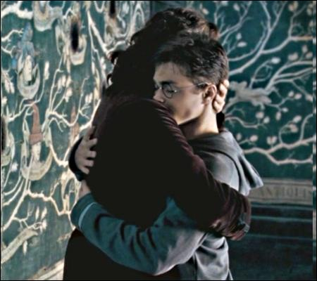 Inconsciemment ou non, Harry a toujours considéré Sirius à la fois comme :