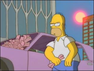 Dans l'épisode ''Homer contre New York'', quelle boisson prend-il quand il est sur la place du World Trade Center (là où il attend avec sa voiture pour payer ses amendes) ?