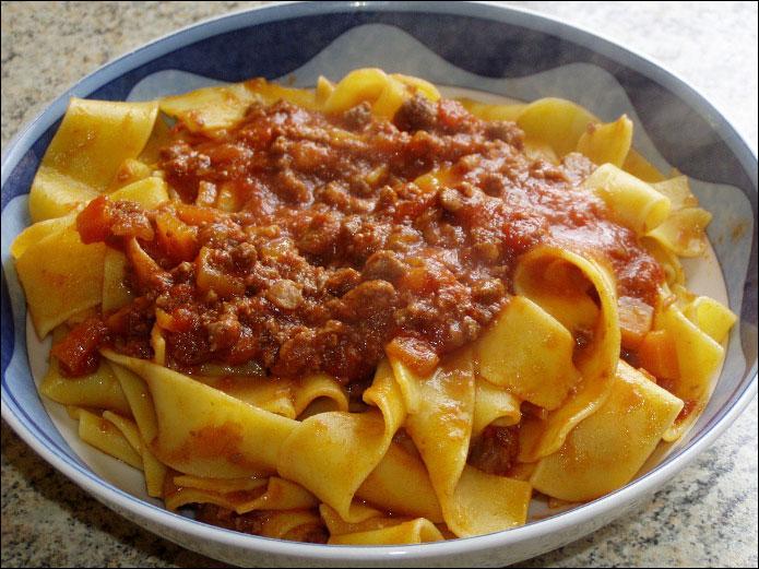 Les  ------   sont un plat toscan consistant et délicieux. Pour le préparer on coupe finement au couteau la viande marinée dans un vin rouge corsé.