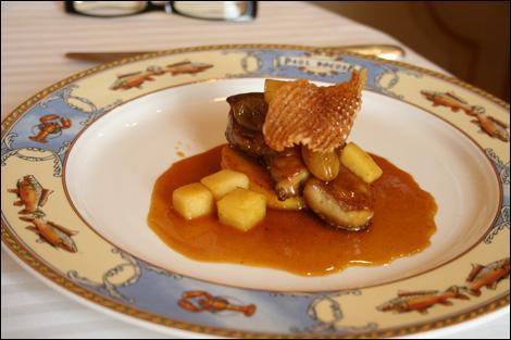 Nos voisins n'ont pas fini leur entrée. J'ai entendu qu'on leur avait annoncé une escalope de foie gras de canard poêlée au verjus. Je me demande ce qu'est le verjus, qui peut m'aider ?