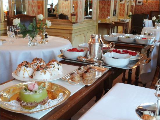 Au lieu d'admirer tous les desserts, dites nous donc où est produit le Chassagne Montrachet que j'ai particulièrement apprécié :