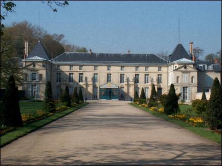 Dans son château de Malmaison, Joséphine de Beauharnais mourut en 1814. Quelle est la maladie à laquelle elle a succombé ?
