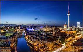 Situé au nord-est de l'Allemagne, cette ville en est la capitale. Quel est le nom de cette ville ?