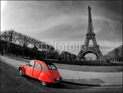 Comment traduisez-vous  Je regarde la voiture rouge  ?