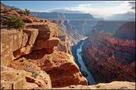 La plus profonde gorge de la terre est le Grand Canyon, mais quelle est sa longueur ?