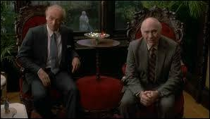 Dans le film de John Huston :   L'honneur des Prizzi  , comment s'appelle le patriarche de la famille Prizzi ?