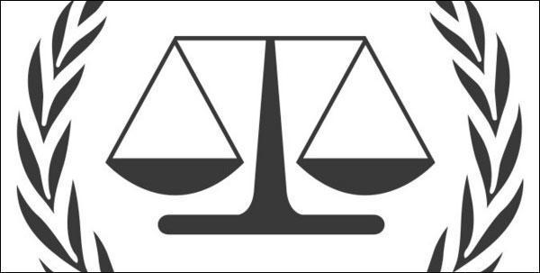 Quelle est la traduction anglaise de ce verbe :  poursuivre en justice  ?