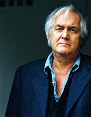 Cet écrivain suédois figure parmi les maîtres du roman policier scandinave. Il publie en 2000  Le fils du vent . Il s'agit de :