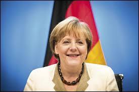 Angela Merkel est-elle gauchère ou droitière ?