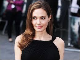 Angelina Jolie est-elle gauchère ou droitière ?