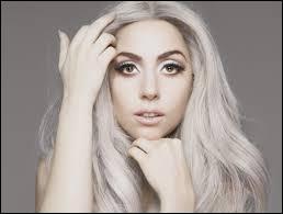 Lady Gaga est-elle gauchère ou droitière ?