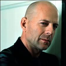 Bruce Willis est-il gaucher ou droitier ?