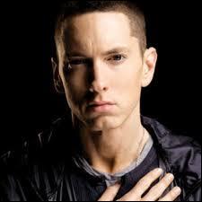 Eminem est-il gaucher ou droitier ?