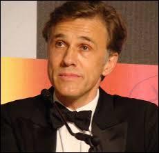Christoph Waltz (acteur notamment dans  Inglorious basterds ,  Django unchained ,  De l'eau pour les éléphants ) est-il gaucher ou droitier ?