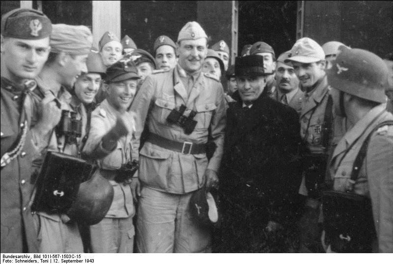 Le dictateur italien Mussolini s'évada de sa prison des Abruzzes en 1943. Suivant une théorie récente, quels sont les ordres reçus par les gardiens italiens si les Allemands cherchaient à le faire évader ?