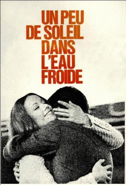 Publié en 1969, ce roman intitulé  Un peu de soleil dans l'eau froide , est l'oeuvre de l'auteur de  Bonjour tristesse . Qui est-elle ?