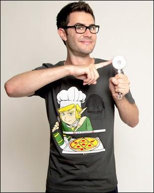 Comment s'appelle le T-shirt que Cyprien a créé (sur la photo) ?
