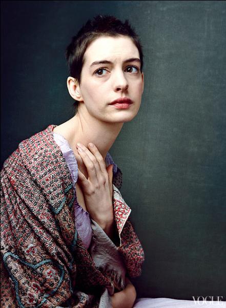 Qui est cette actrice bien amaigrie et misérablement vêtue ?