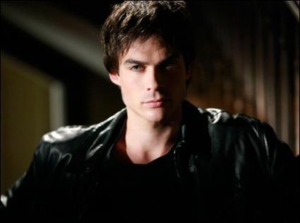 Où Damon range-t-il la pierre de lune ?