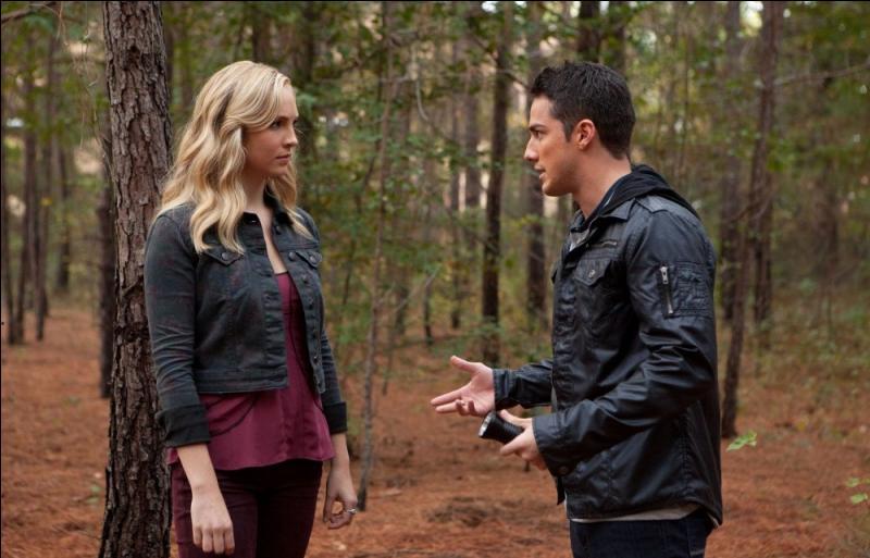 Que découvrent Tyler et Caroline dans la cave des Lockwood ?