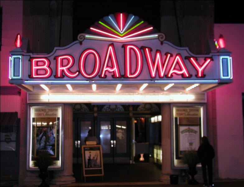 Je suis une actrice (et mannequin) américaine de Broadway. Qui suis-je ?