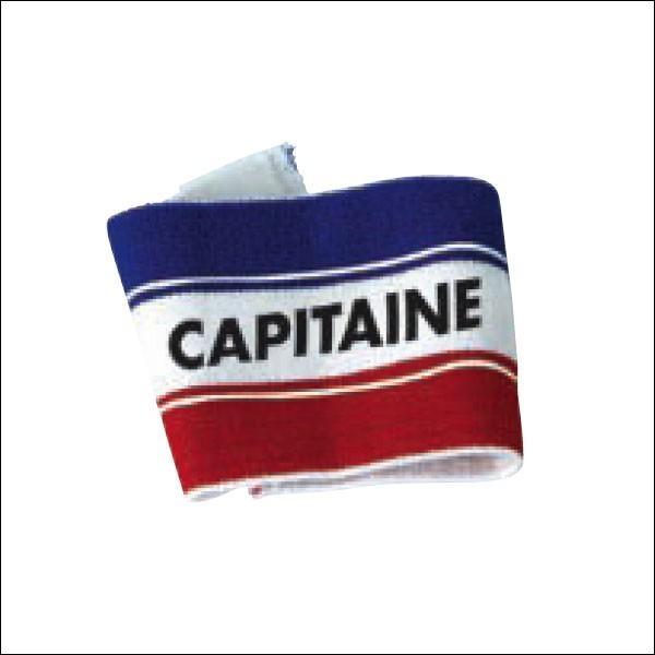 Qui est le capitaine du club de football de la Royal Academy ?
