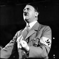 En quelle année le tristement célèbre Adolf Hitler a-t-il été élu chancelier de l'Allemagne ?