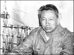 Comment se nommait le mouvement radical communiste qui dirigea le Cambodge dans les années 70, dont Pol Pot était le leader ?