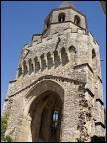 Où se situe Sorèze, village médiéval au riche patrimoine archotectural religieux, dont le clocher à l'allure fortifiée de l'église Saint-Martin ?