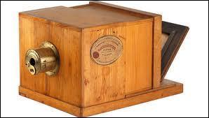 Le premier appareil photo fut inventé par Nicéphore Niepce en 1824. Le temps de pose était alors de :