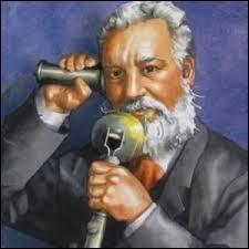 Il s'agit du premier téléphone, inventé par l'américain Alexander Graham Bell. Il a fait l'objet d'un brevet déposé en février 1876. La première communication entre Bell et son assistant eut lieu la même année entre :