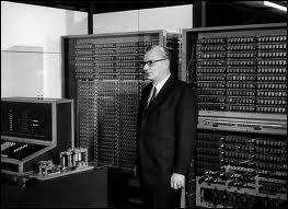 L'ENIAC est le premier ordinateur entièrement électronique, opérationnel en 1946. Il apparaît après un autre ordinateur réalisé en 1941, qui lui, paraît électromécanique et qui s'appelait :