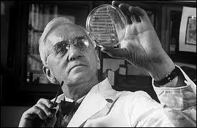 Alexandre Fleming obtint le Prix Nobel pour la découverte d'un médicament qui allait révolutionner la médecine, il s'agit :