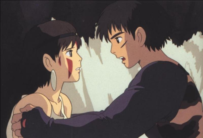 Aux côtés de qui San se trouve-t-elle quand Ashitaka la rencontre pour la première fois ?