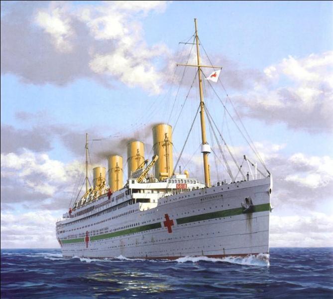26 février 1914 : lancement, à Belfast, d'un paquebot britannique d'une lignée célèbre. D'abord appelé le 'Gigantic', sous quel nom est-il rebaptisé ?