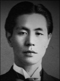 Il a écrit «Rhapsodie japonaise», la suite «Bon odori», fait de la musique de film («Godzilla», «Atragon», «Dogora»). Il a été membre du «Groupe des trois». Qui est-il ?